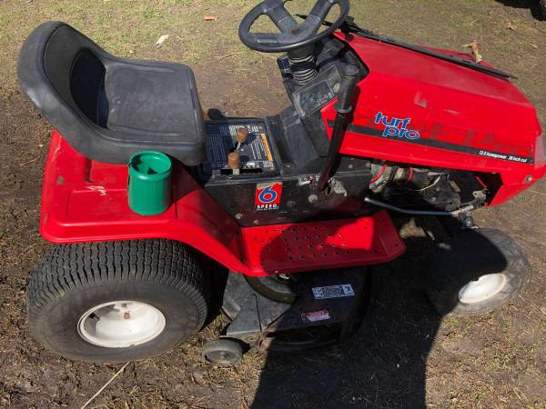 Photo MTD Turf Pro riding mower - $325 (Des Moines)