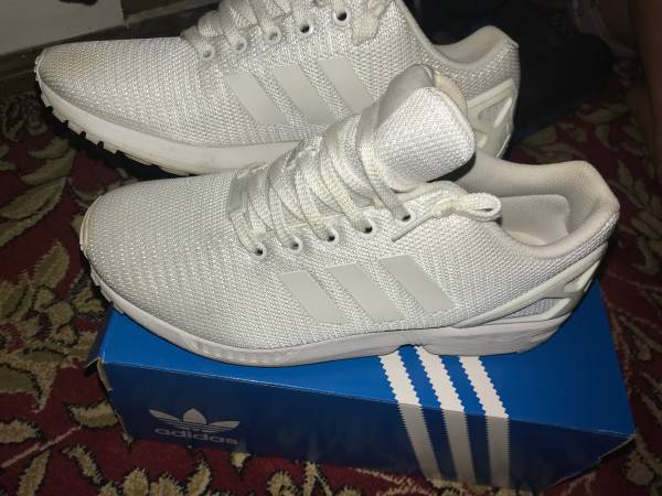 Photo Mens Adidas 9.5 white shoes - $60 (Johnston)