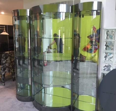 Photo Modern 3-Piece Curved Glass Display - $185 (Clive)