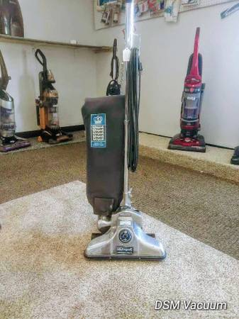 Photo New Commercial Royal Vacuum Cleaner With warranty - $95 (DES MOINES)
