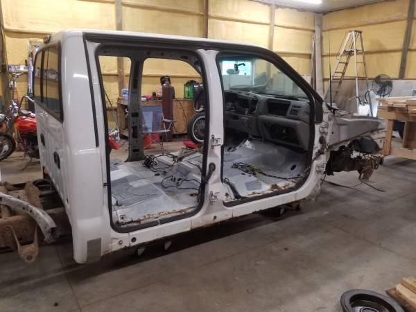 Photo Parting out 03 ford f250 4 door cab and random parts (Laurel)