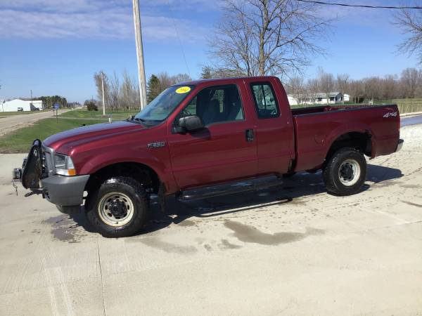 Photo Red 2004 Ford F-250 XL 4X4 Truck (89,000 Miles)(One Owner) - $6200 (Waukee)