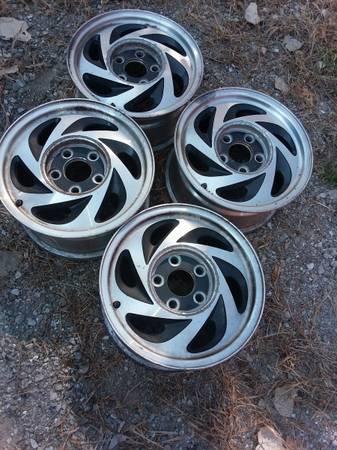 Set of four Blazer S10 GM. Chevy Aluminum 4 34quot 8quot Wheels - $60 (Des Moines)