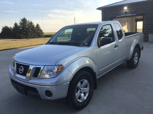 Photo Silver 2009 Nissan Frontier SE King Cab 4X4 Truck (95,000 Miles) - $9950 (Waukee)