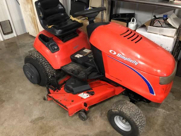 Photo Simplicity Regent Lawn Tractor w 44 deck - $750 (Dexter, IA)
