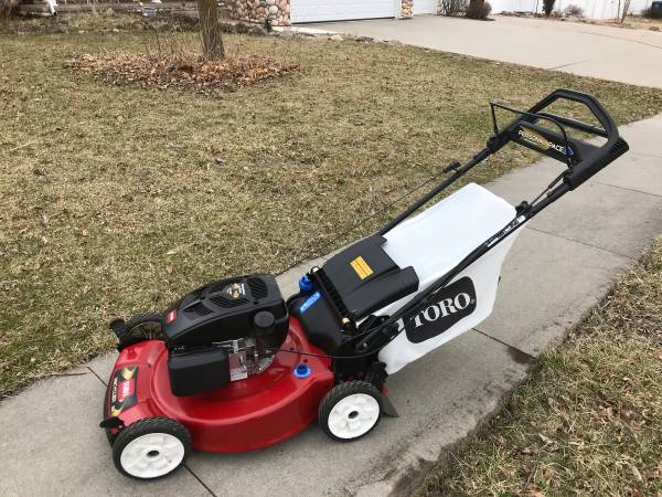 Photo Toro Personal Pace Lawn Mower With Bagger - $225 (Des Moines)