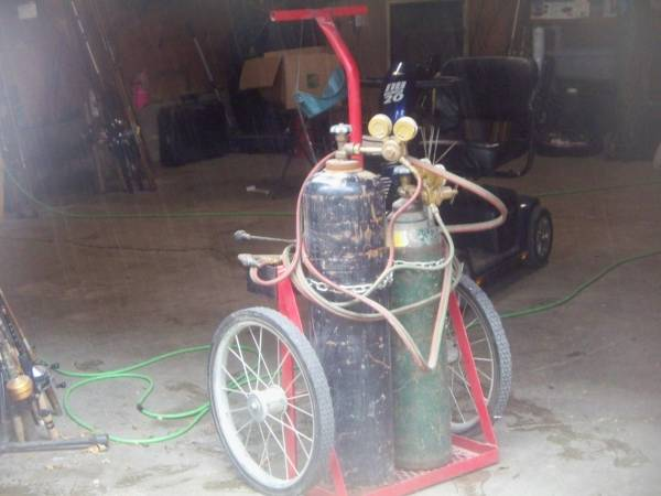 Photo VICTOR CUTTING TORCH WITH NICE CART - $550 (Des Moines)