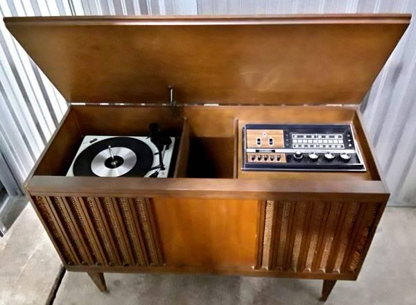 Photo Vintage Fleetwood Stereo Console - $100 (Des Moines)