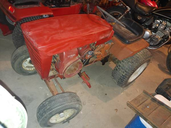 Photo Wheel Horse 875 Garden Tractor - $475 (Stuart)