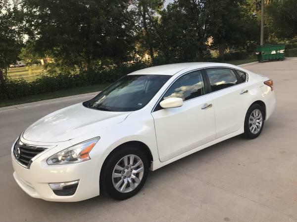 Photo White 2014 Nissan Altima 2.5 S (93,000 miles) - $9,525 (Waukee)