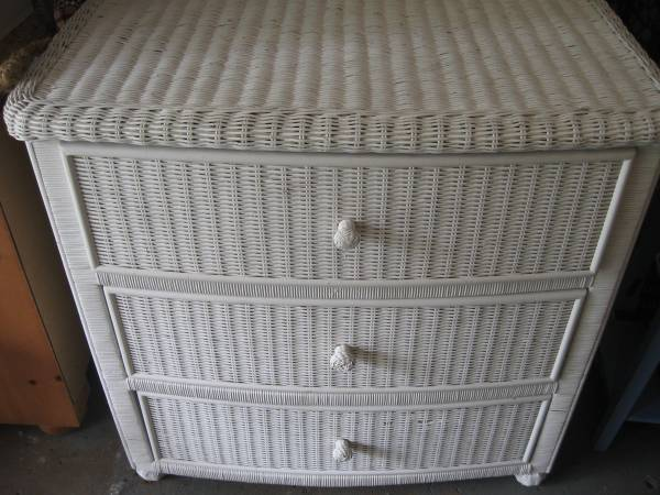Photo Wicker dresser with 3 drawers white - $85 (West Des Moines)