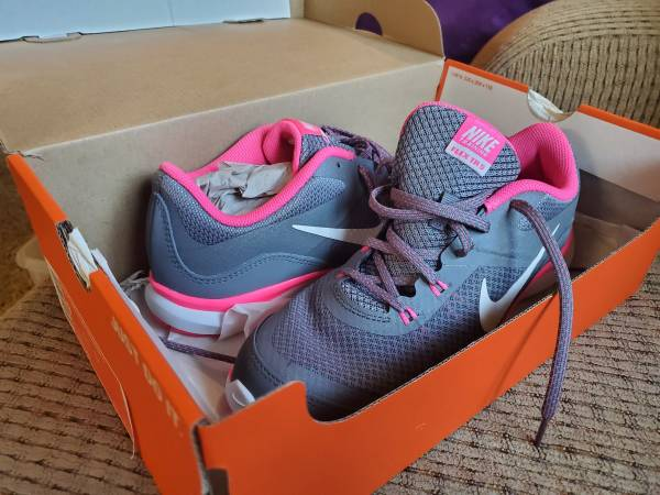 Photo Womens Nike Flex Trainer Shoes Size 9 - $35 (Urbandale)