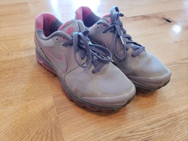 Photo Womens Nike shoes - size 9.5 - $15 (Waukee)