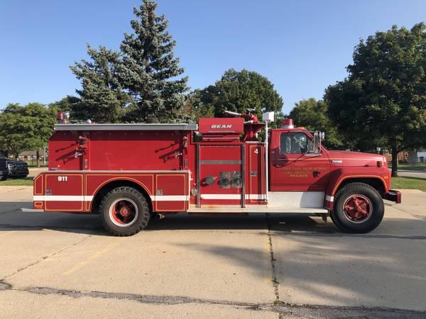 Photo 1981 Ford F800 FMC 8.2L V8 Diesel Fire Truck - $5,500 (Flat Rock)