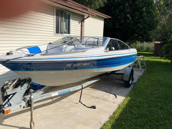 Photo 1988 Bayliner capri 125 hp outboard, fish, ski tubing, snorkeling boat - $5,000 (Belleville)