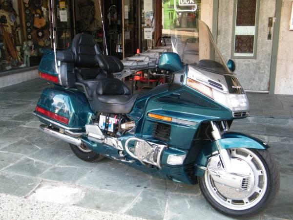 Photo 1996 HONDA GOLDWING 1500 Only 23,000 miles - $3,000 (Downtown Pontiac)