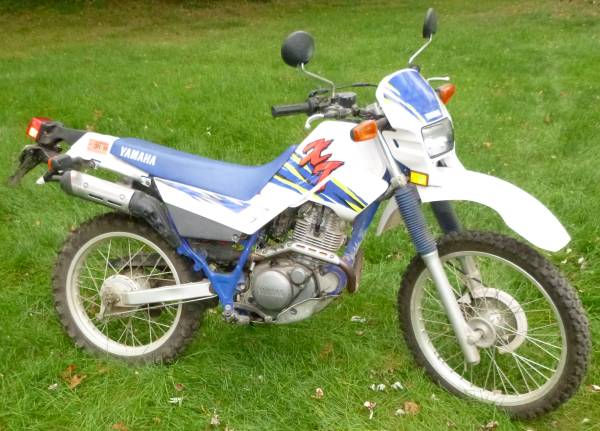 Photo 1997 Yamaha XT 225 Enduro Motorcycle - $2100 (Warren)