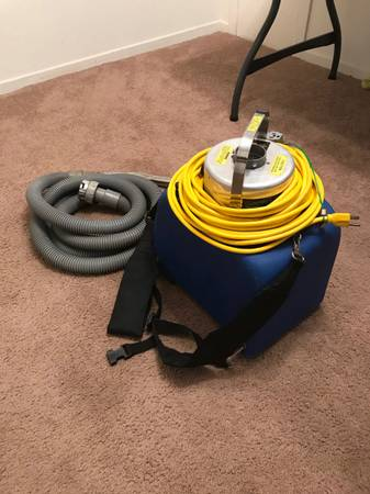 Photo (1) Power-Flite Commercial - 1 Gallon Capacity Vacuum wShoulder Strap and 50 - $75 (Clarkston)
