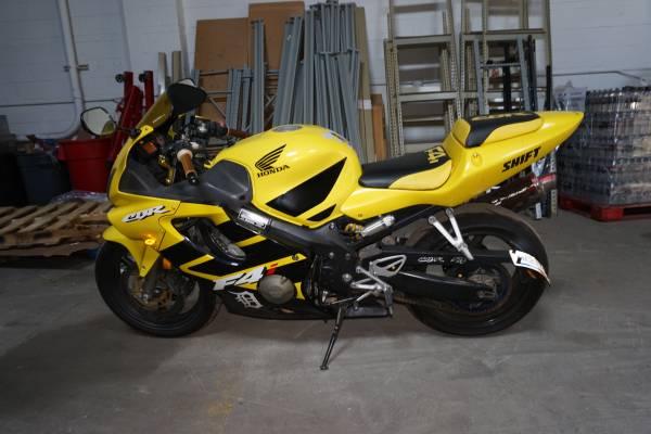 Photo 2002 HONDA CBR F4 - $2,699 (ROSEVILLE)
