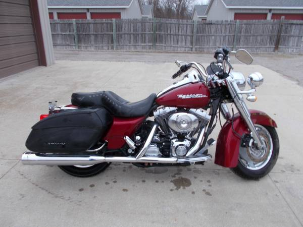 Photo 2004 Harley Davidson Roadking Custom only 7000 miles - $6,450 (Bay City Mile Maker)
