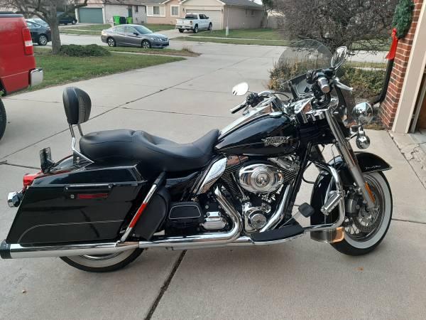 Photo 2013 Harley Davidson Road King Classic - $11,900 (Macomb)