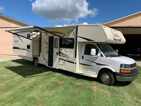 Photo 2014 Coachmen Freelander 32BH Class C RV Motorhome Chevy 4500 - $49,500 (Clinton Township)