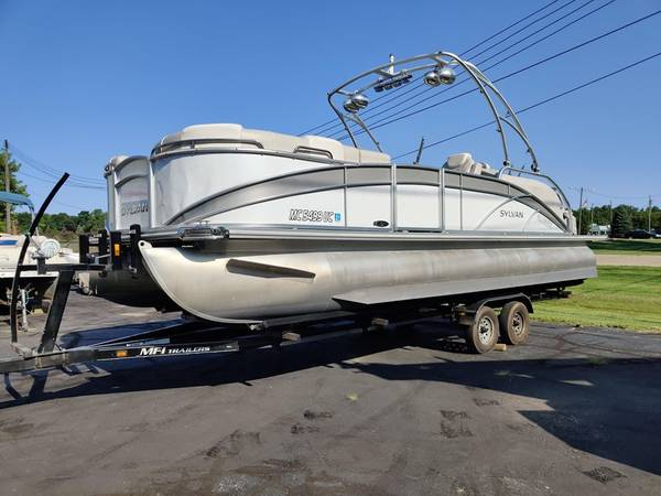 Photo 2015 Sylvan S3 Tri Toon Pontoon Boat 250 Yamaha VMAX 4 Stroke 97 HOURS - $49500 (SOUTH LYON)
