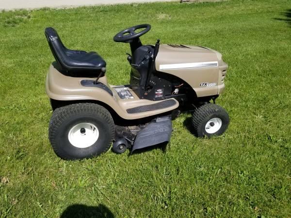 Photo 42 Inch Craftsman Riding Lawn Mower - $625 (lake orion)