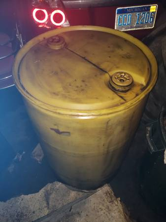 Photo 55 gallon plastic drum (ROSEVILLE)