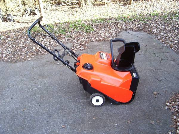 Photo ARIENS SS522 SNOWBLOWER SNOW BLOWER SNOW THROWER ELECTRIC START  - $225 (SHELBY TOWNSHIP)