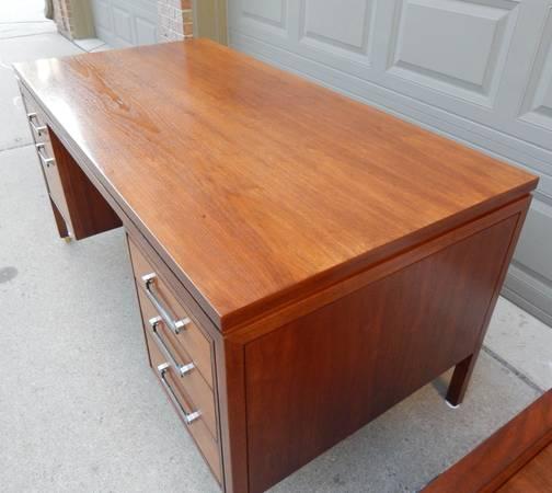 Photo Alma Directors 11 series executive desk and credenza - $1,895 (Shelby Township)