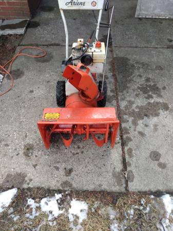 Photo Ariens snow blower electric start - $150 (Roseville)