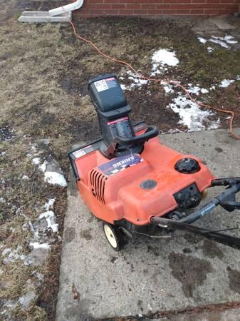 Photo Ariens snow blower electric start - $95 (Roseville)