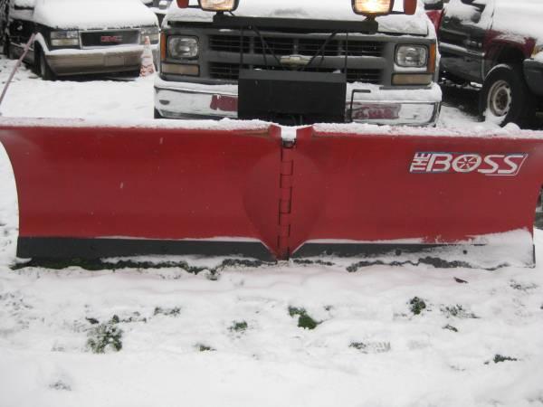 Photo Boss Snow Plow 839 23939 Boss V Plow - $1,500 (Detroit)