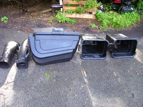 Photo CRAFTSMAN RIDING MOWER  LAWN TRACTOR REAR BAGGING ATTACHMENT  - $110 (SHELBY TOWNSHIP)