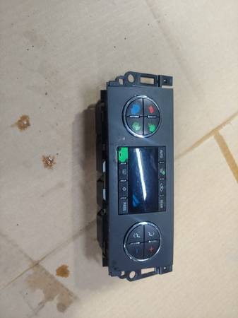 Photo Chevy Tahoe Chevy Avalanche Yukon temperature control - $20 (Mt clemens)