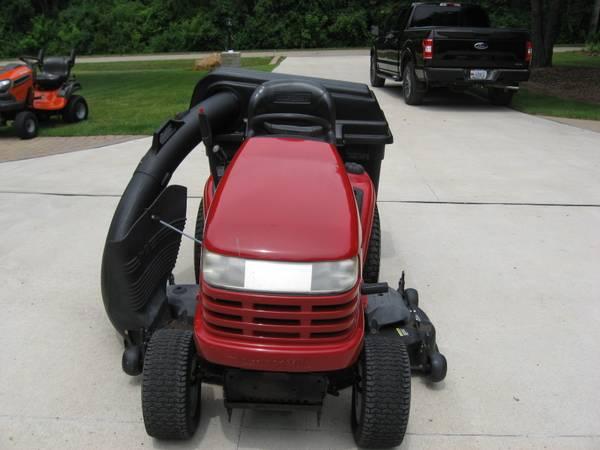 Photo Craftsman Garden Tractor - $595 (Milford)