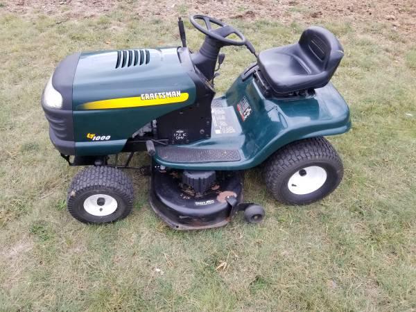 Photo Craftsman tractor - $450 (Oxford)