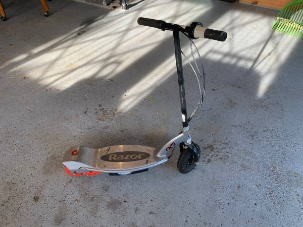 Photo Electric razor blade scooter - $70 (Farmington)