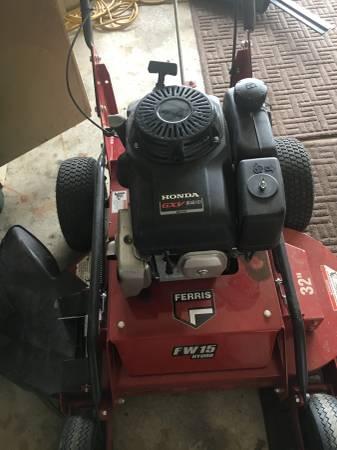 Photo Ferris 2019 FW-15 32quot Hydro mower - $2400 (Macomb)