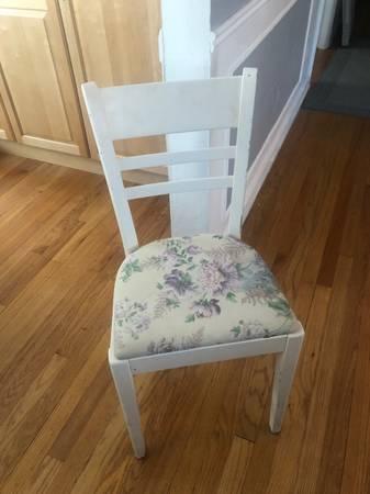 Photo Free Shabby Chic White Chair (Royal Oak)
