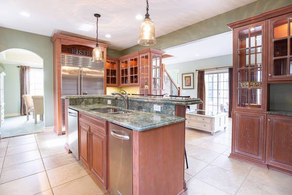 Photo Gorgeous, Custom Built Home For Sale (New Baltimore)