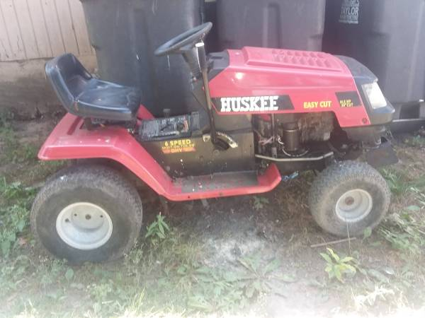 Photo Huskee Riding lawnmower  tractor lost key - $150 (TAYLOR)