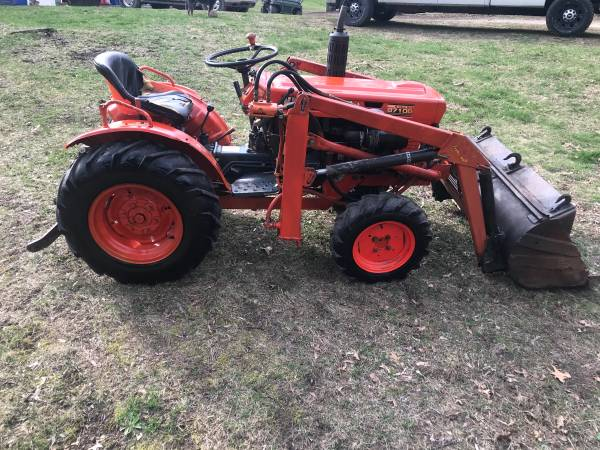 Photo Kubota B7100 4x4 with loader - $5800 (Highland)