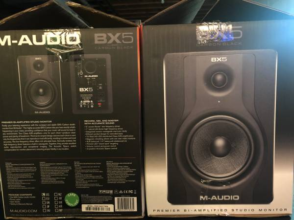 Photo M-Audio BX5 Carbon Black Studio Monitors Set of 2 - $150 (Shelby Twp)