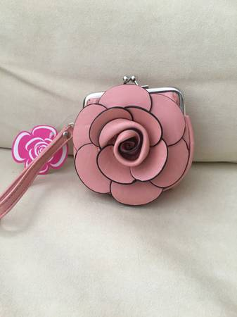 Photo Maui Clothing Company , vintage pink coin purse With Clutch . Brand ne - $20 (Bloomfield)