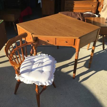 Photo Mid-Century ETHAN ALLEN MapleBirch CORNER DESK  Vintage Swivel Chair - $160 (Livonia)