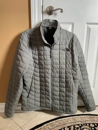 Photo North Face Patagonia and Underarmor mens jackets - $40 (Grosse Pointe Woods)