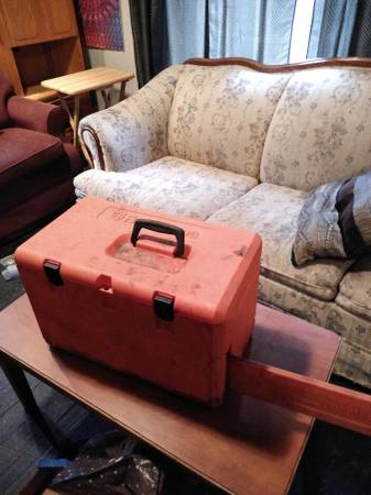 Photo Ok moving sale everything39s going to go will be moving by November 11t (ecorse breads dressers everything in the house pots pans dis)