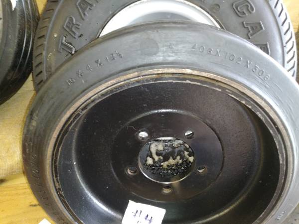 Photo Pair Monarch, Mono Cushion Tires, 16 x 4 x 12-18 Inch - $175 (Sterling Heights)